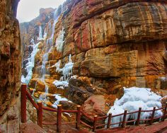Китай: Геологический парк Юнтайшань — Карьер?