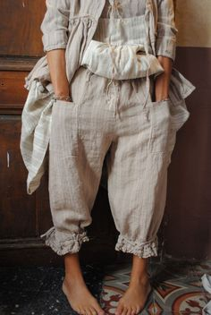 loving bloomers at present Romantic Outfit, Romantic Clothing, Girl Fashion, Fashion Outfits, Fashion Design, Trash To Couture, Wide Leg Linen Pants, Kinds Of Clothes, Beautiful Outfits