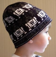 Free knitting pattern for R2D2 beanie hat and more Star Wars inspired knitting patterns