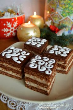 Barbi konyhája: Mézes gesztenyés krémes Hungarian Cake, Hungarian Recipes, My Favorite Food, Favorite Recipes, Poppy Cake, Sweet Cookies, Winter Food, Cupcake Cookies, Dessert Recipes
