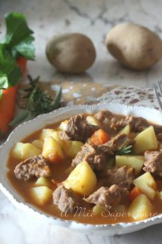 Veal stew with soft and creamy potatoes – Meat Foods Meat Recipes, Cooking Recipes, Sauce Recipes, Mexican Meat, Veal Stew, Best Italian Recipes, Mediterranean Recipes, Pot Roast, Tasty