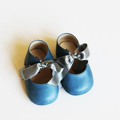 Baby blue baby girl shoes with ribbons #babygirl #vintagebaby
