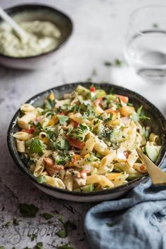 Quick pasta salad with chicken simoneskitchen.nl Quick pasta salad with chicken simoneskitchen. Pureed Food Recipes, Pasta Salad Recipes, Good Healthy Recipes, Baby Food Recipes, Seafood Recipes, Mexican Food Recipes, Italian Recipes, Cooking Recipes, Pesto Recipe