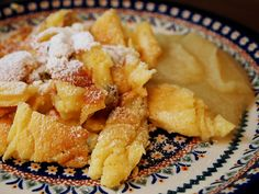 Kaiserschmarrn - Traditional Rustic Austrian Pancakes....looks yummy and cozy. I'll try it next rainy day.