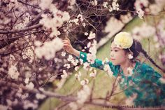 spring creative portrait, children photography, spring photoes, apple tree in blossom