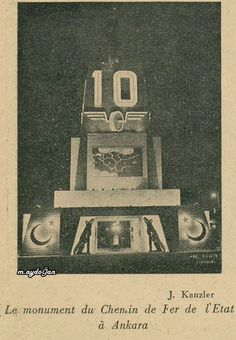 Ankara Tren İstasyonu'nda 10.yıl kutlamaları için yapılan bir anıt..  Bozkurt figürleri enterasan