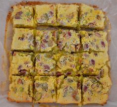 Wonderful Pistachio Lemon bars will fill your head with thoughts of Spring! #SundaySupper