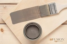 How to Get a Weathered Wood Look on Your Kitchen Table Top Using Paint & Stain Refinishing Kitchen Tables, Painted Kitchen Tables, Painted Coffee Tables, Furniture Refinishing, Coffee Table Makeover, Elements Of Color, Paint Stain, Chalk Paint, Wood Stain