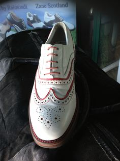 Modello Dubai bordino Rosso    Raimondi The Original..  #Raimondi #raimondigolfshoes #golf #shoes #golfshoes #italianstyle #madeinitaly #handmadeinitaly #italy #originali