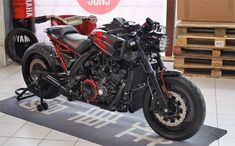 V Max 1700 Fast Ruby - RocketGarage - Cafe Racer Magazine Vmax Cafe Racer, Yamaha Cafe Racer, Cafe Racer Build, Cafe Racers, Cafe Racer Style, Cafe Racer Girl, Drag Bike, Retro Motorcycle, Cafe Racer Motorcycle