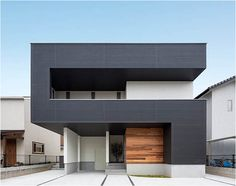 D-house by Architect Show in Tosu,Saga, Japan. Discover the spaces 'hidden' beyond the reversed question mark.