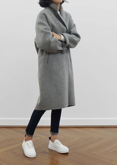 #beauty #style #fashion #woman #clothes #outfit #wearable #casual #look #fall #autumn #winter #gray #long #coat #jeans #white #trainers