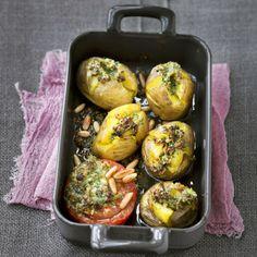 Geht schnell und schmeckt einfach genial, denn zum Abschluss werden die Kartoffeln mit dem Pesto im Ofen gratiniert. Schmeckt übrigens mit neuen Karto...