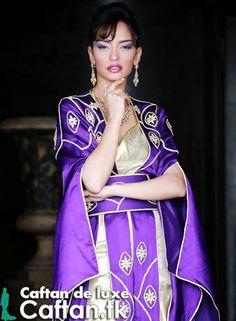 un caftan marocain deux pièce chic élégant attirant qui va être sympatrique en vos occasions familiale et fêtes. ce caftan 2014 fabriqué par des experts du caftan marocain qui ont consacré leurs vies afin vous offrir un caftan marocain de luxe 2014.