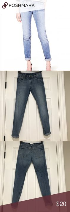 """LOFT RELAXED SKINNY DENIM Pre-Worn, but no signs of wear throughout denim . Slight distress details throughout. Very pretty light blue mid-rise denim, the size is a 24/00but it fits a size bigger so I listed it as a 25/0 for accurate sizing. Exact measurements- Waist 13"""" across, inseam 27"""" (unrolled), front rise 7"""", back rise 10"""". The skinny  relaxes Jean by loft is slouchy through the hip and thigh but tapered down through the legs. Best worn rolled up, but you can roll it down too. 🚫 no…"""