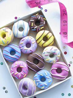 Mini Donuts, Fancy Donuts, Cute Donuts, Donuts Donuts, Delicious Donuts, Delicious Desserts, Yummy Food, Christmas Gift Guide, Christmas Gifts