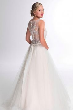 Each wedding gown displayed in the Wedding Dresses, has specific details that can be viewed here :: Ilse Roux Bridal Wear Unique Wedding Gowns, Couture Wedding Gowns, Unique Weddings, Our Wedding, Wedding Dresses, Wedding Designs, Wedding Planning, Bridal, Chic