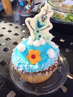 Disney Olaf, Frozen Cake, Iced Tea, Cake Art, Hot Chocolate, Birthday Cake, Cakes, Desserts, Food
