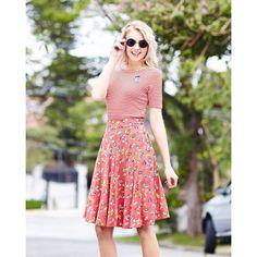 Listrado é uma super tendência nesta estação.... Que tal combinar com uma estampa super fofa tipo a saia little bugs? #summer #springsummer2016 #cute #estampas #thejunglebook #prints #stripes