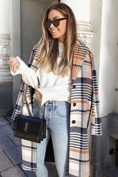 Women's Coats trends for spring 2019 Romantic natures, business ladies, older ladies - each should get a new coat of fashionable coat for spring 2019 in order to look your best! The main trends in spring outerwear and coats, in pa. Fall Winter Outfits, Autumn Winter Fashion, Spring Outfits, Spring Fashion, Mode Outfits, Casual Outfits, Fashion Outfits, Fashion Clothes, Fashion Bags