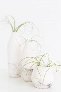 Cheap DIY Gifts for Women | Easy DIY Home Decor | DIY Marbled Bottom Vases | DIY Projects & Crafts by DIY JOY at http://diyjoy.com/cheap-diy-gifts-ideas