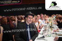"""Das """"Abi-geschafft-Grinsen"""" beim Abi 2013 - bundesweit Abiball-Fotografen finden bei www.Fotograf-Abiball.de"""