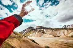 Catch me if you can :) #sunny #sunnyday #hand #rainbow #mountains #cloud #cloudyday #sky #skyporn #tilak @travelchannel #treking #hiking #travel @icelandtravel #explore #nature #lovenature #roundtrip #iceland #icelandair #island @iceland.explore #from #ostrava #ostravacity #by #janjasiok