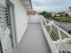 Terrazzo vista panoramica http://www.immobiliarepineto.it/appartamenti-trilocali-3-locali-/quartiere-delle-nazioni-trilocale-con-terrazzo.html