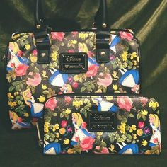 The perfect bag and wallet to accompany you down the rabbit hole! Love this Alice in Wonderland set <3
