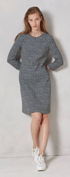 Dresses are easily the most versatile pieces of any woman's outfit. A simple shift dress can be styled to everything from smart-casual for a lunch with friends or business-professional for an important meeting. This long-sleeve shift dress is light enough for summer and the simple-yet-intriguing black and white pattern is the perfect canvas for a range of styling possibilities.