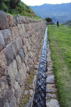 Cusco Tourism: 512 Things to Do in Cusco, Peru Peru Tourism, Stone Wall Design, Dry Stone, Ancient Architecture, Cusco Peru, Irrigation, Water Features, Backyard Landscaping, Beautiful Places