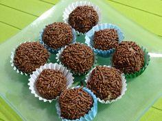 Las puedes hacer hasta con los ojos vendados. Chocolate Fondant, Chocolate Tiramisu, Chocolate Art, Pastel Cupcakes, Fondant Cupcakes, Chocolates, Chocolat Recipe, Fun Desserts, Dessert Recipes