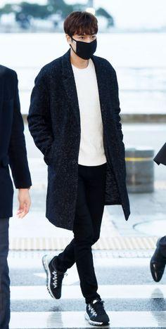 Korean Airport Fashion
