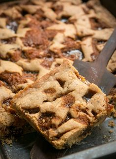 If I made these Butterscotch Caramel Blondies I'd be afraid that I would just eat the whole batch. Caramel Blondie Recipe, Violet Bakery, Baking Pan Sizes, David Lebovitz, How To Make Caramel, Brownie Bar, Cookie Bars, Bar Cookies, Blondies