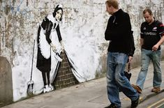 You gotta love Banksy! Provocative street artist that does stencil work around London. Political, provocative, stimulating and fun. Street Art Banksy, Banksy Graffiti, Best Graffiti, Graffiti Artwork, Bansky, Banksy Photo, Stencil, Street Painting, Flamingo Art