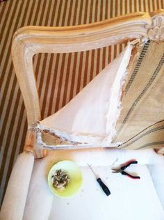 """DIY upholstery 5 part series by Jenny Komenda. A pinner wrote """"The most comprehensive series of posts about how to reupholster a chair."""" via little green notebook Upcycled Furniture, Furniture Projects, Furniture Making, Furniture Makeover, Diy Furniture, Furniture Refinishing, Chair Reupholstery, Reupholster Furniture, Upholstered Furniture"""