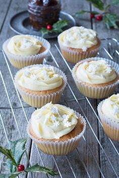 Mince Pie Cupcakes – Almond cupcakes with a festive mincemeat centre and topped with brandy buttercream. Christmas Food Treats, Xmas Food, Christmas Cooking, Christmas Recipes, Christmas Cakes, Christmas Ideas, Xmas Cakes, Christmas Eve, Almond Cupcakes