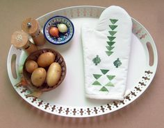 I love tribal motifs combined with natural materials like cotton... this handmade oven mitt by Yaansoon on Etsy is the perfect example   #kichen #linens #giftsforher #boho #bohemian