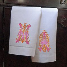 Another great hostess gift find! Set of 2 #Monogrammed Linen #Guest Towels by MonogramWorks (via Etsy).