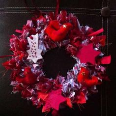 How to make Christmas decorations -- Join www.guidecentr.al to create and discover #DIY projects! #crafts