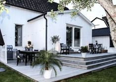 While historic within idea, a pergola has been experiencing a bit of a modern rebirth House Exterior, Porch Steps, Outdoor Decor, Outdoor Rooms, Deck Design, Backyard Landscaping Designs