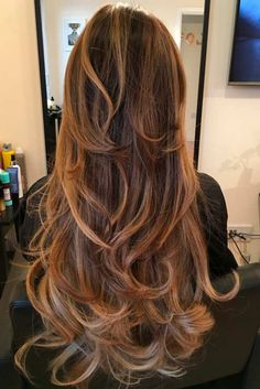 Even the simplest long layers haircut can look fantastic if you have a few tricks up your sleeve. There are so many women out there struggling to grow long hair yet failing, but there are those who have long hair but have no clue what to do with it. For the latter we suggest these ideas to make their life easier.