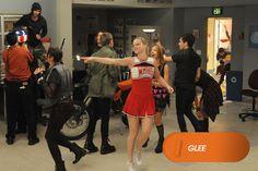 Puck deseja se formar e os New Directions sabem como entusiasmá-lo a estudar.  Glee - Sextas de fevereiro, às 18h  #GleeBR #SouGleek  Confira conteúdo exclusivo no www.foxplay.com