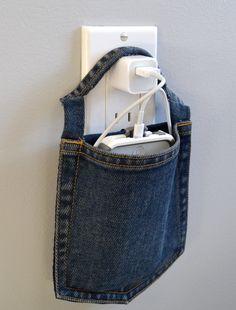 zakje van jeans voor de lader van je telefoon