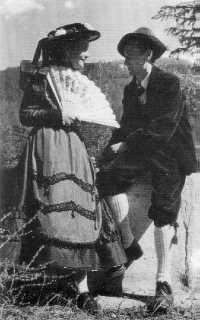 Valle di Viù -provincia di Torino- Piemonte  gruppo folk 1950 circa con cappellina tipica