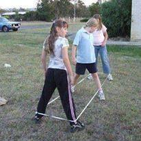 .elastieken.... jemig, elke middag op school of na school.
