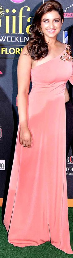 Parineeti Chopra on green carpet at #IIFA Awards 2014.
