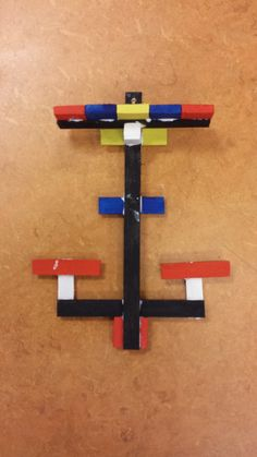 mobiel geinspireerd op Mondriaan...ritme en evenwicht in basiskleuren