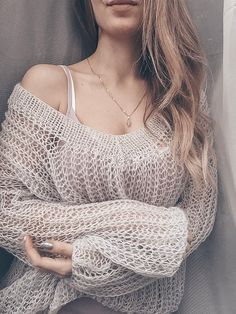 Outstanding Plain and Crossed Sweaters - Vincisjournal Sacs Louis Vuiton, Sweater Knitting Patterns, Wool Sweaters, Spring Fashion, Crochet Top, Knitwear, Casual, Style, Outfits