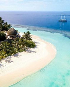 Maldives - 20 Most Beautiful Islands in the World Vacation Destinations, Dream Vacations, Vacation Spots, Wedding Destinations, Beautiful Islands, Beautiful Beaches, Places Around The World, Around The Worlds, Places To Travel